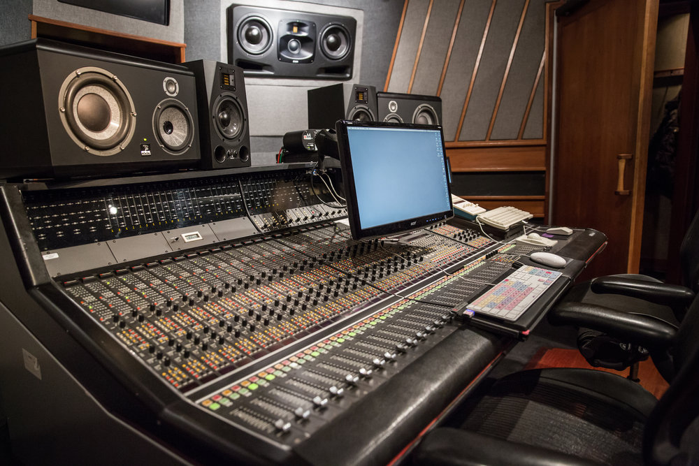 A-Studio_console-side_color_2018-03_2250x1500.jpg