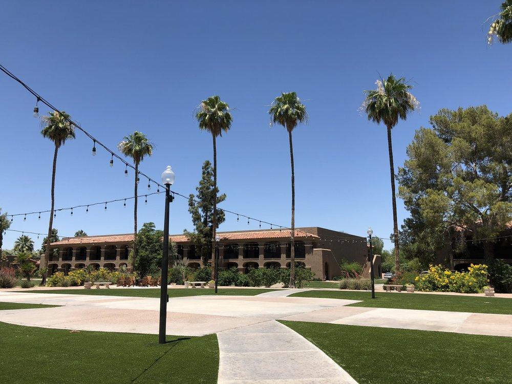 scottsdale-plaza-resort