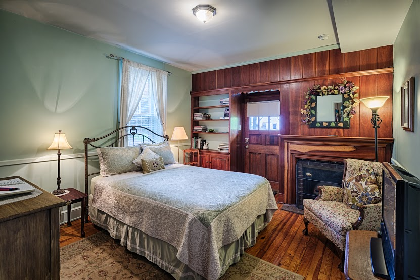 Lightner-Farmhouse-Bed-And-Breakfast-5-16-5-1 (1).jpg