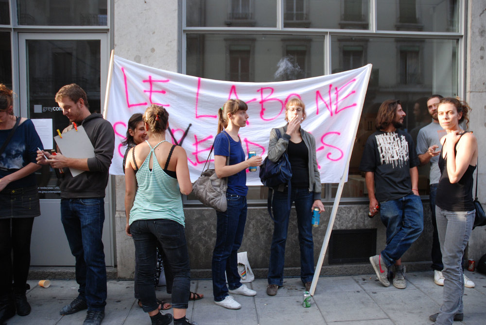 2011 Performance  Protest against the closure of LABO