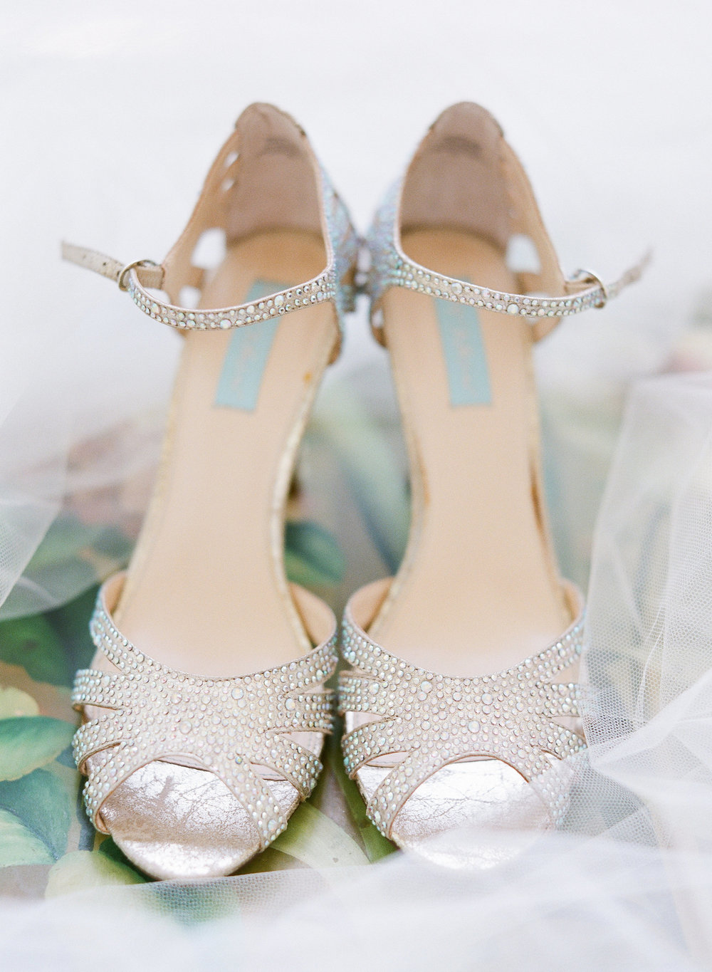 5540a-chapelhillnctraditionalsouthernweddingshoeschapelhillnctraditionalsouthernweddingshoes.jpg