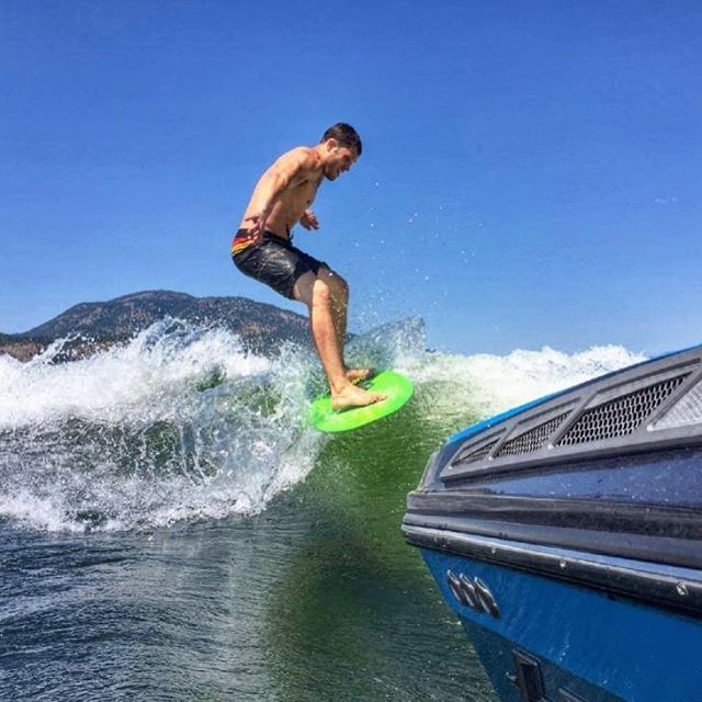 Gotta LOVE the wave the Tige pumps out the back! 🤙 #wakesurfing #okanagan #tige #tigeboats #tribeseca
