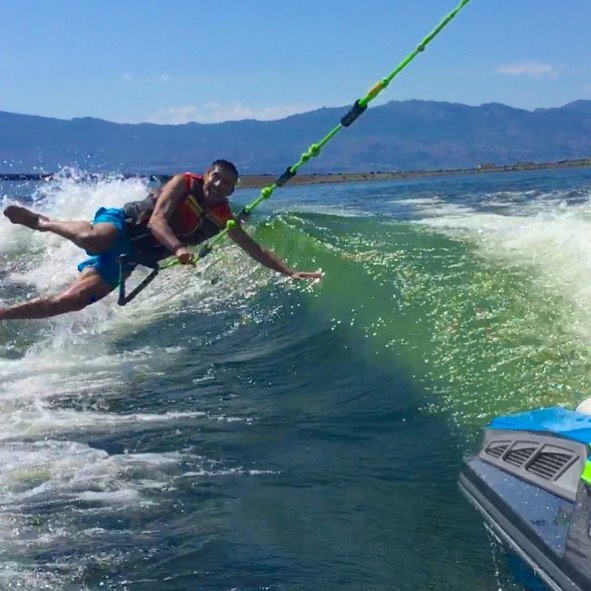Happiest bail EVER! @_cris_delacruz goofing around and having a blast 🌊 #wakesurfkelowna #explorekelowna #explorebc #kelownaviews #kelownanow #kelownaliving #kelownafornia #kelownanow #okanaganvalley #okanaganlake