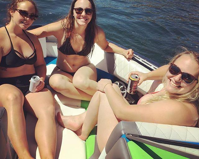 Thanks for coming out ladies! 🌊#repost @ashleydlwilson ・・・ Great day on the water! Thanks @evokewakeadventures  #bacheloretteparty  #soontobeawilson #boatsandhoes #okanaganlife #okanaganlifestyle #explorebc #explorekelowna #kelownaviews #kelownaliving