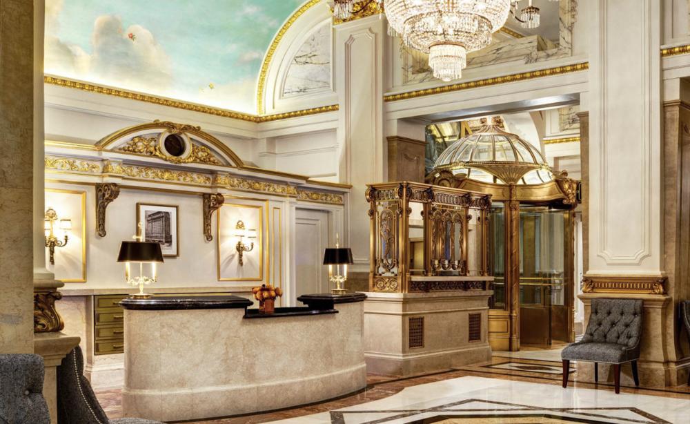El lobby actual del hotel   St. Regis .