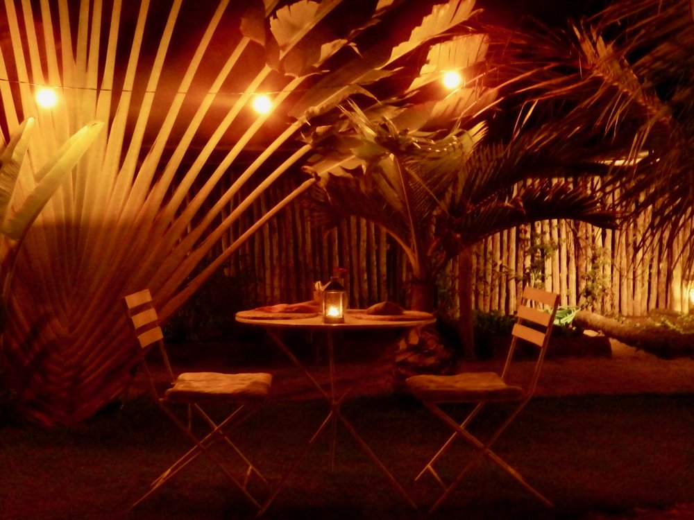 Mesa para dos en el restaurante  No Quintal .