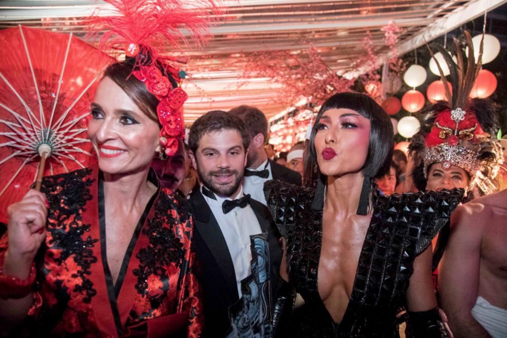 Ayer nomás: fiestas del tercer milenio en el legendario  Copacabana Palace .