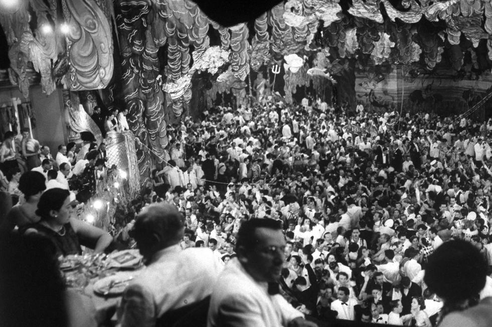 De punta en blanco: un baile de carnaval en 1951.