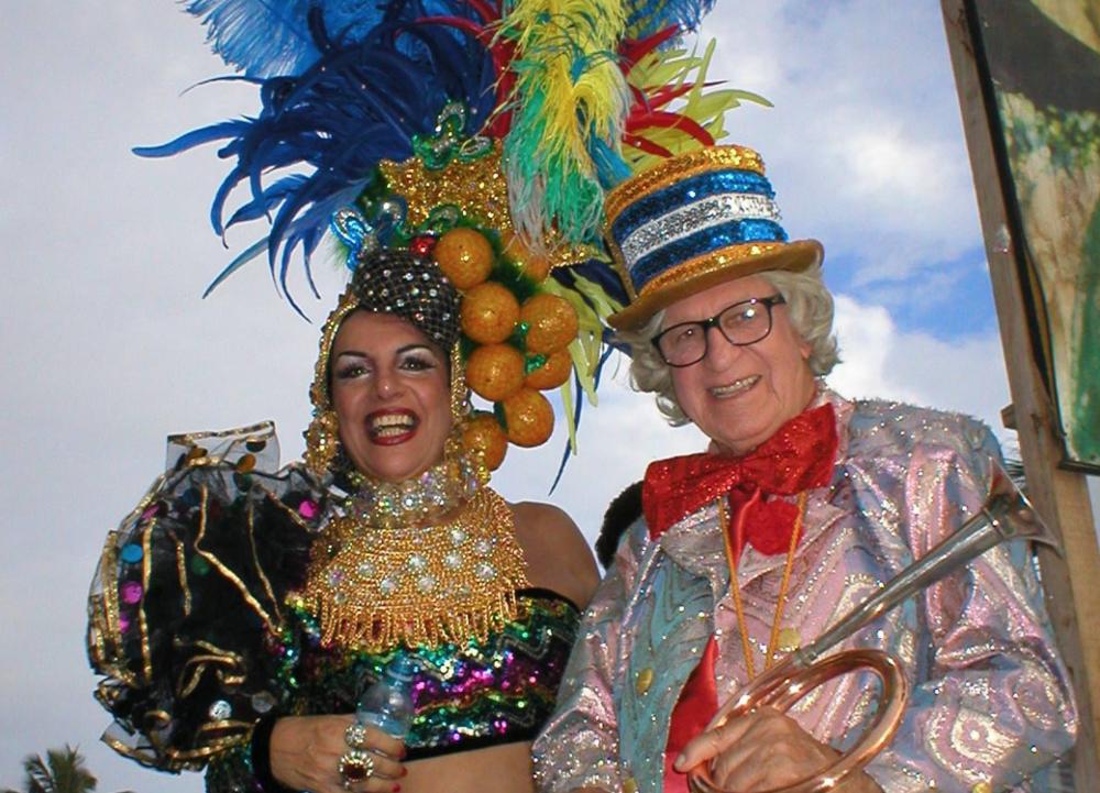 Ipanema tiene su banda y la banda tiene a su musa: en esos días, más de uno quiere ser Carmen Miranda.
