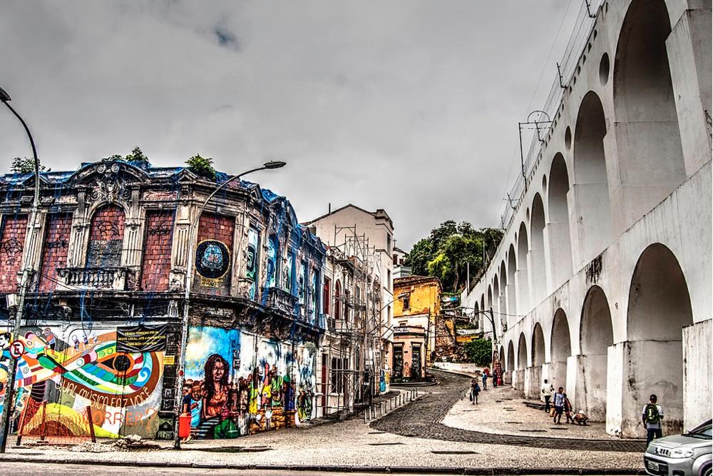 Los arcos de Lapa, seña de identidad de un barrio que parece hecho de música.