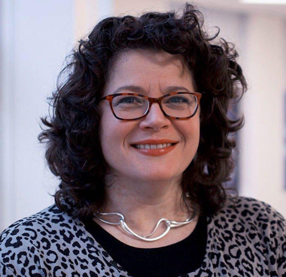 Helen Foulkes portrait 1000px.jpg