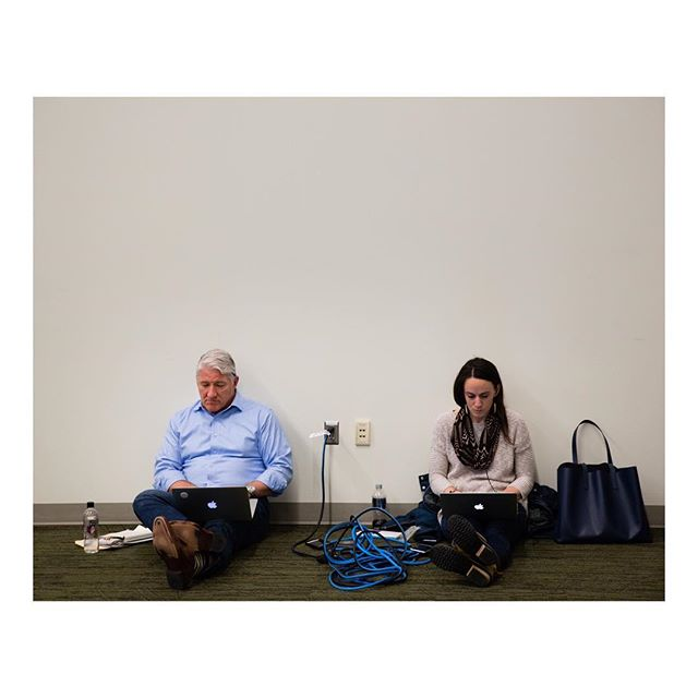 It seems @johnkingcnn also sits on the floor against the wall inches from a power outlet while #onassignment, just like every single journalist I know. And there wasn't an interactive wall-sized screen in sight. Ankeny, Iowa. February 23, 2019. #kamalaharris #iowa #primary #journalist #cnn