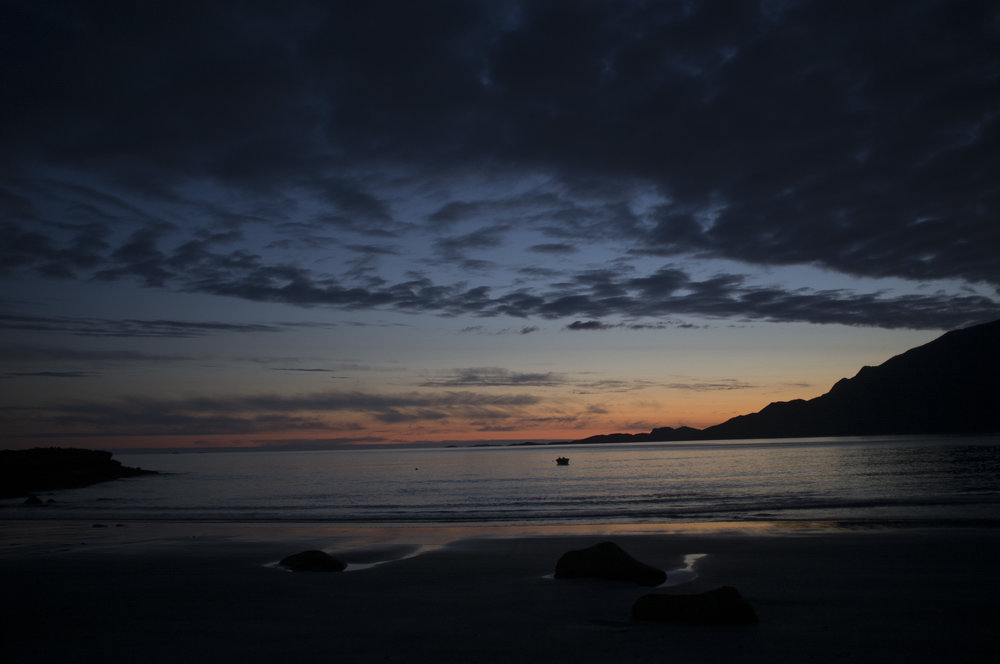 010_Dark sea at Grotfjord_no filter_3.jpg