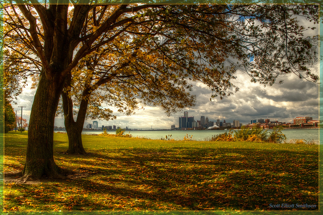 October 2017 - We're just two weeks away from peak autumn color in Detroit. Here's a view of the city from Windsor...