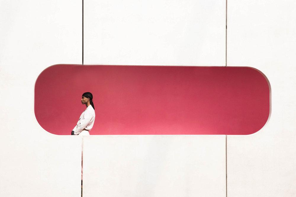 Le Visiteur - A series by Yannis D. Guibinga