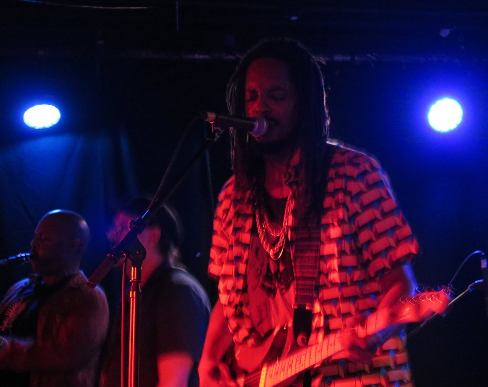 Black joe lewis / vug arakas - Empty BottleOctober 4th
