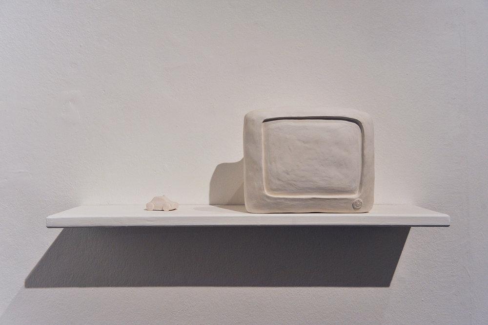 Volante , 2016, porcelain, cm2,5x5x3 and  Televisore , 2016, porcelain, cm 16x20x14,5