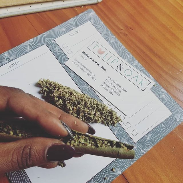Multi Purpose Biz cards 🔥 Start your morning with a weed lawyer, one way or another #missingourJD @erykahbadonut #compliantcannabis #WeKnowWeed #420consulting #cannabisinvestors @420attorneys Happy Monday ladies! @brandandbranch 👑