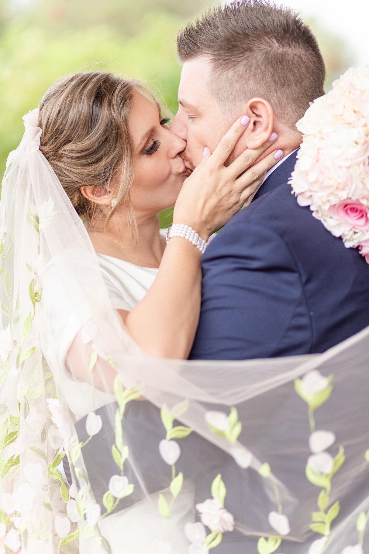 blog scott and nicole kiss-1.jpg