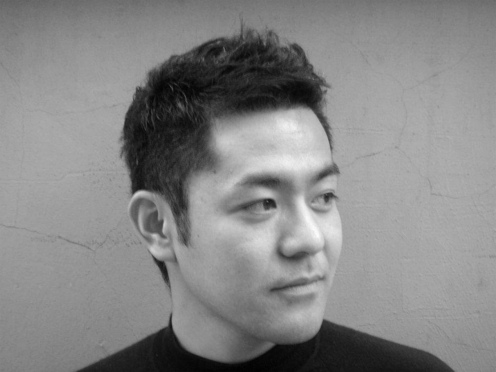portrait-Kensaku-Oshiro.jpg