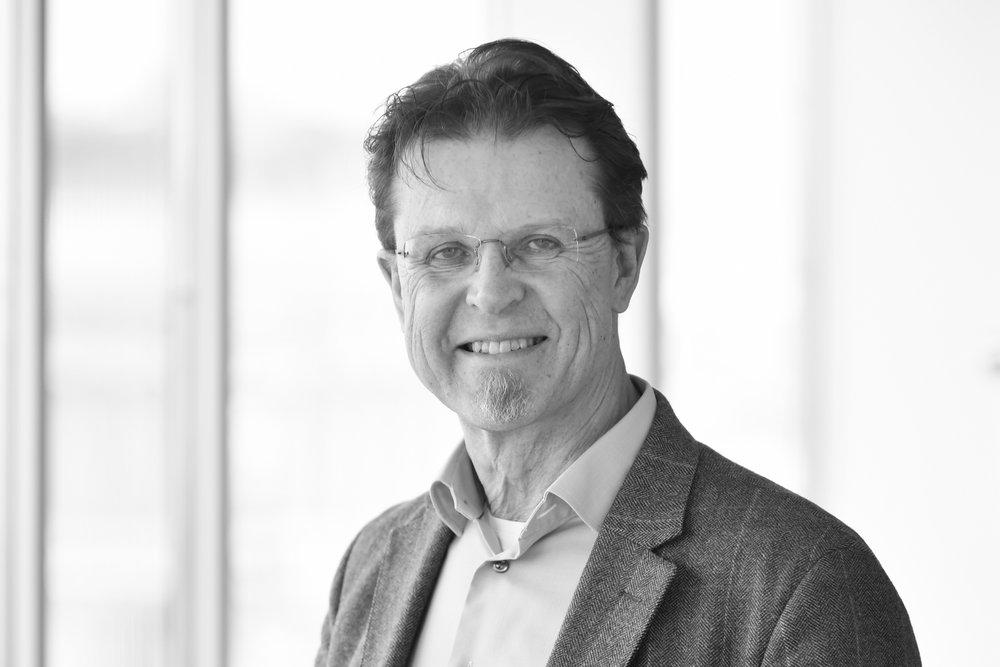 JanEric - Janeric Peterson /Grundare och partnerJaneric Peterson har senast varit verksam i den svenska ledningen för ett internationellt Interim och Change Managementbolag. Bakgrund som management konsult från McKinsey & Company, linjechef och affärsområdeschef för Gröna Konsum Supermarkets. Han är civilingenjör från KTH, Stockholm och Vanderbilt University, USA samt MBA från INSEAD, Fontainebleau.+46 (0)8 503 855 00