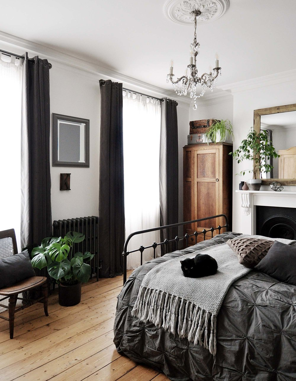 modern_vintage_bedroom_grey.jpg