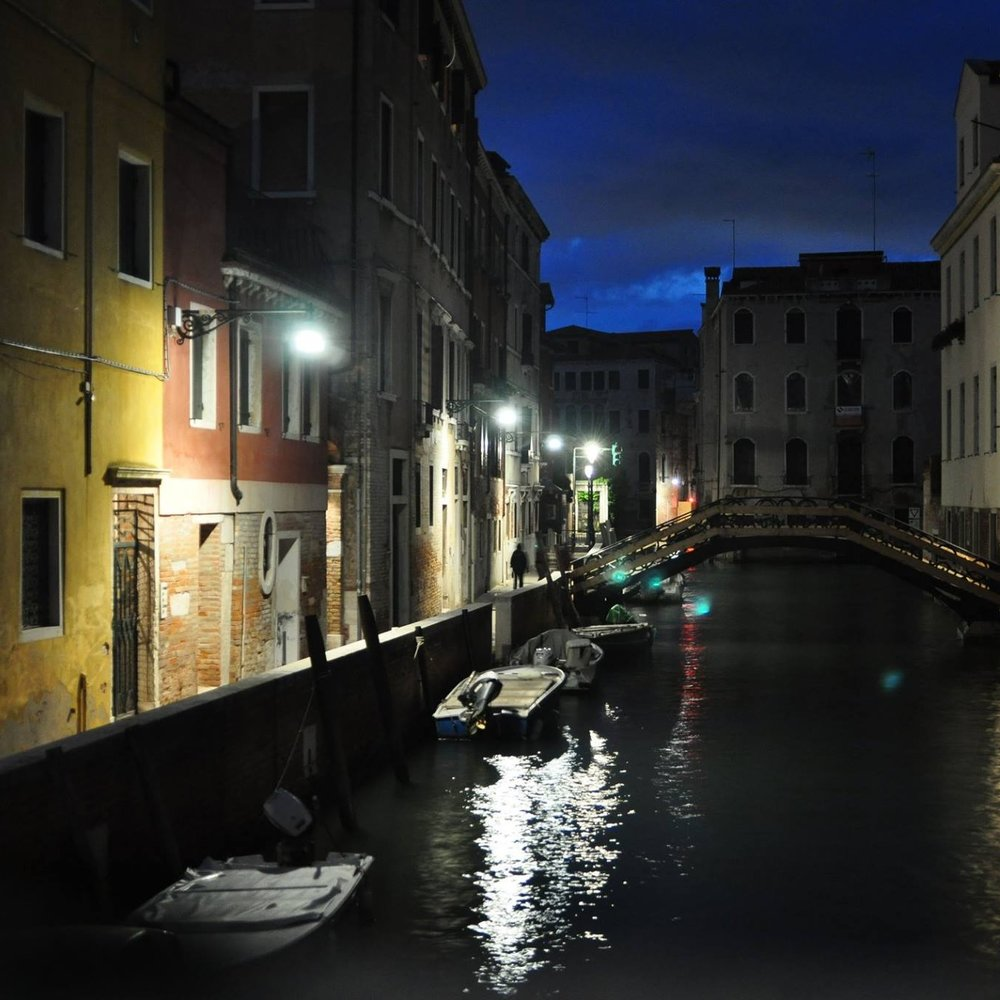 Moody Venice at night. Husby and I spent 3 weeks in Italy on honeymoon, where I ate butter and sage ravioli at least once a day and gained a dress size at least once a week #noregrets