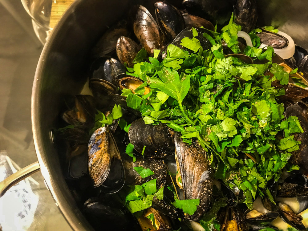 WHITE WINE MUSSELS WITH CELERY & BACON - #SIAintheKitchen