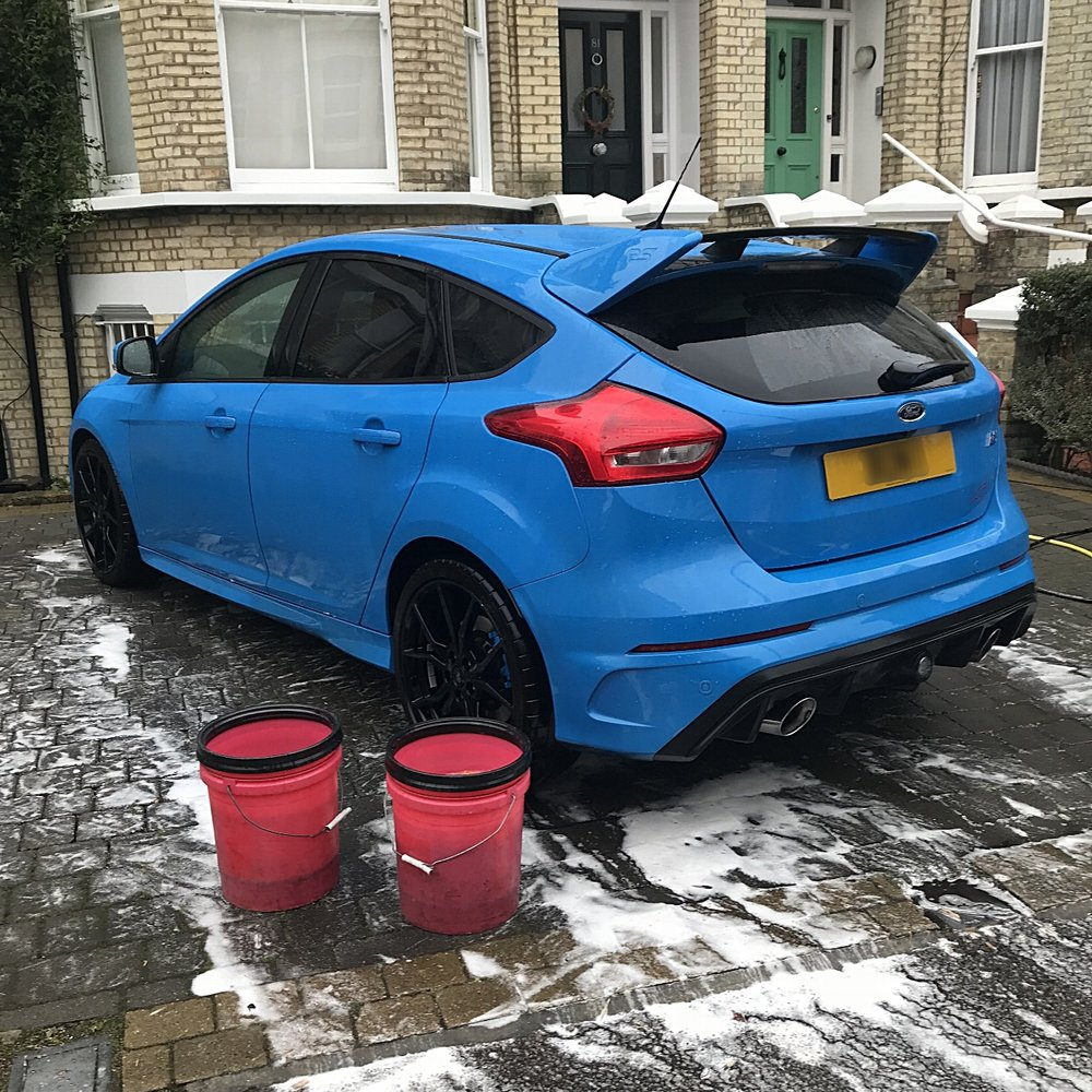 Ford Focus Rs MK2 being cleaned