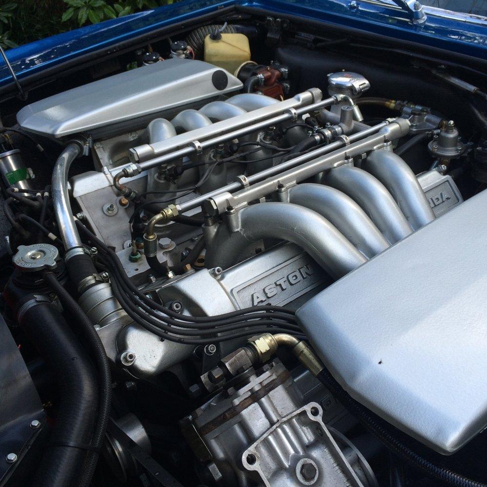 Aston Martin V8 enginen bay detailing