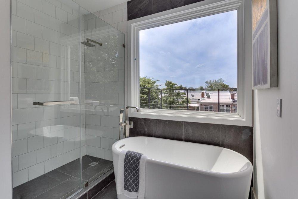 31 Michigan Ave NE Washington-large-049-55-Bathroom-1500x1000-72dpi.jpg