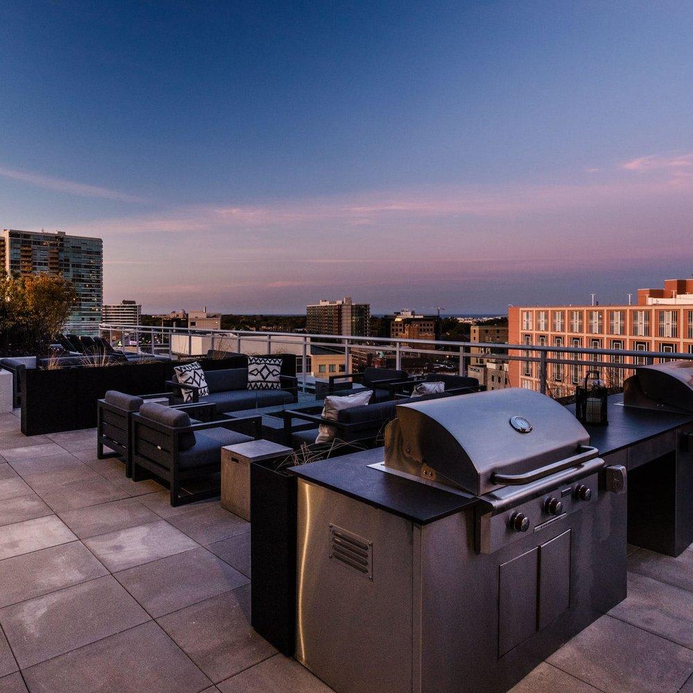 Centrum Evanston - Rooftop Deck - 02.jpg