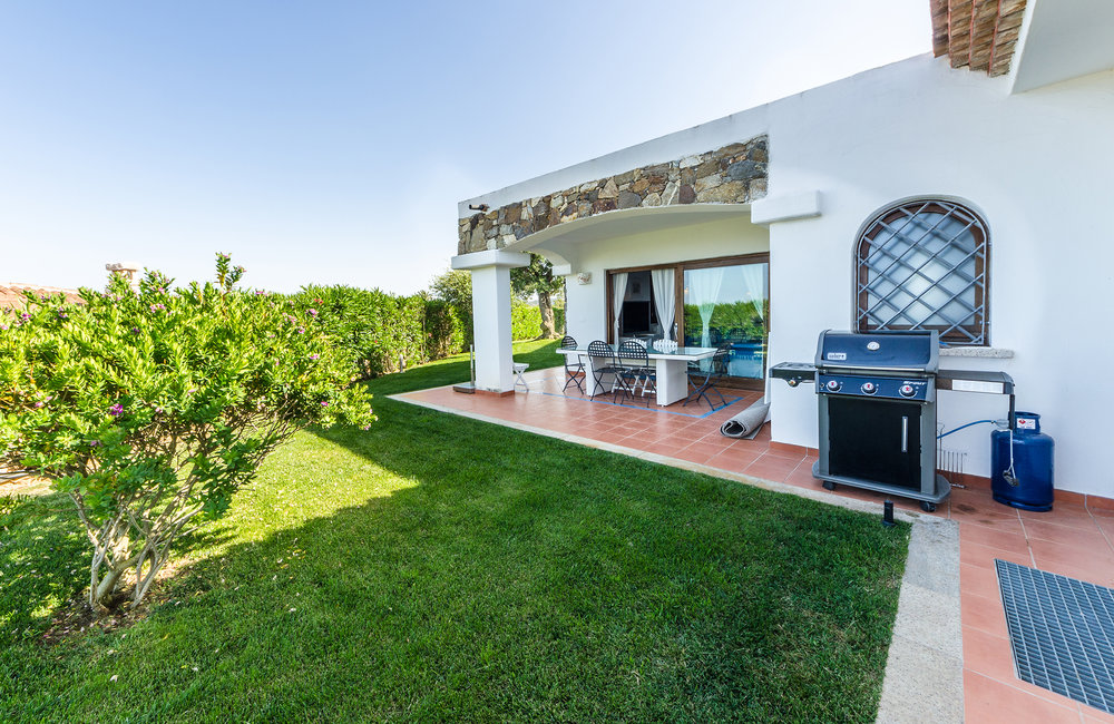 Elegant & Refined - Villa Smeralda makes a memorable impression due to the balance of white and blue, together with the use of the characteristic Sardinian rocks.The villa can comfortably host up to 12 people.