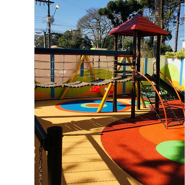 Mais uma obra finalizada 😍 Parquinho infantil renovado com novas cores e um layout totalmente lúdico  Coisa mais linda 🧡💙💚 ♦️ #rubberbrasil ♦️ #pisosemborrachados ♦️ #escolainfantil ♦️ #playground