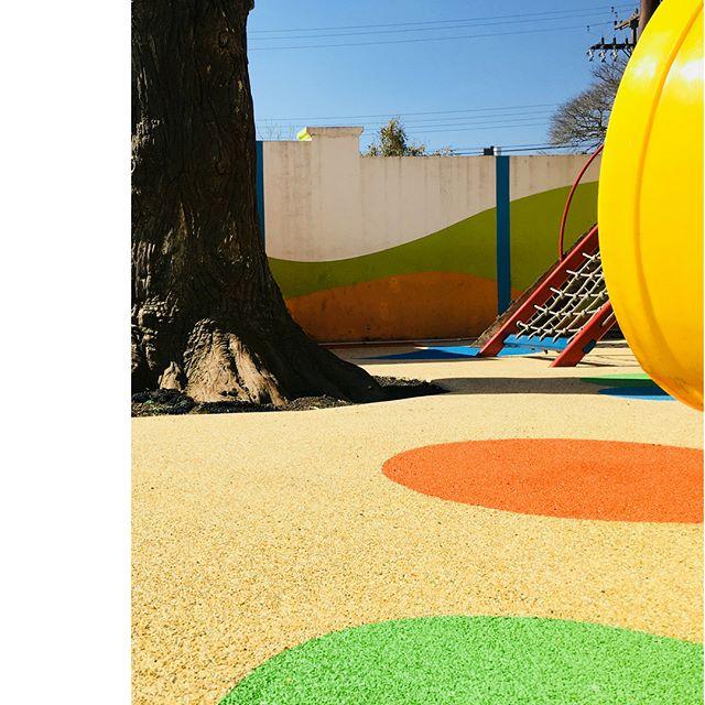 Revitalizando parquinho infantil em  3 ... 2 ... 1 ♦️novas cores ♦️novo layout ♦️mais resistência ♦️mais praticidade 🍀#rubberbrasil #playground #escola