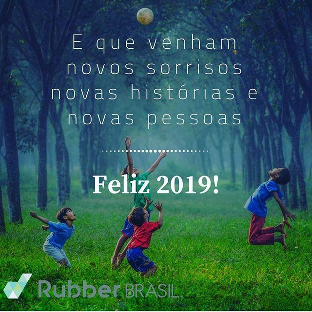 Que a magia desse próximo ano transforme seus sonhos em realidade. 365 novas histórias, novas oportunidades, novas páginas em branco. Um abençoado 2019 a todos, Feliz Ano Novo! 🎆🎈 🥂
