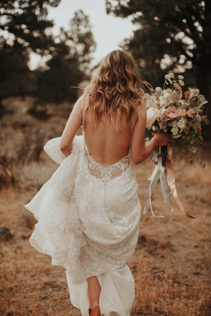 bend_oregon_boho_elopement_02.jpg