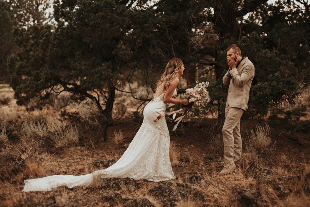 bend_oregon_boho_elopement_03.jpg