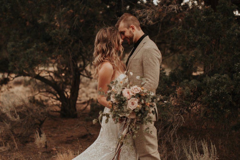 bend_oregon_boho_elopement_04.jpg