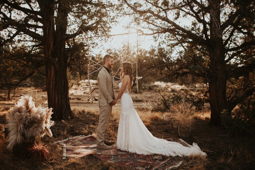 bend_oregon_boho_elopement_06.jpg