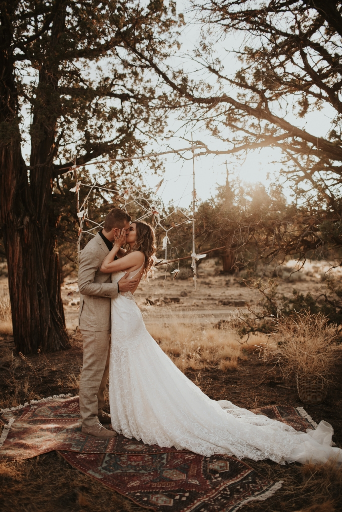 bend_oregon_boho_elopement_07.jpg