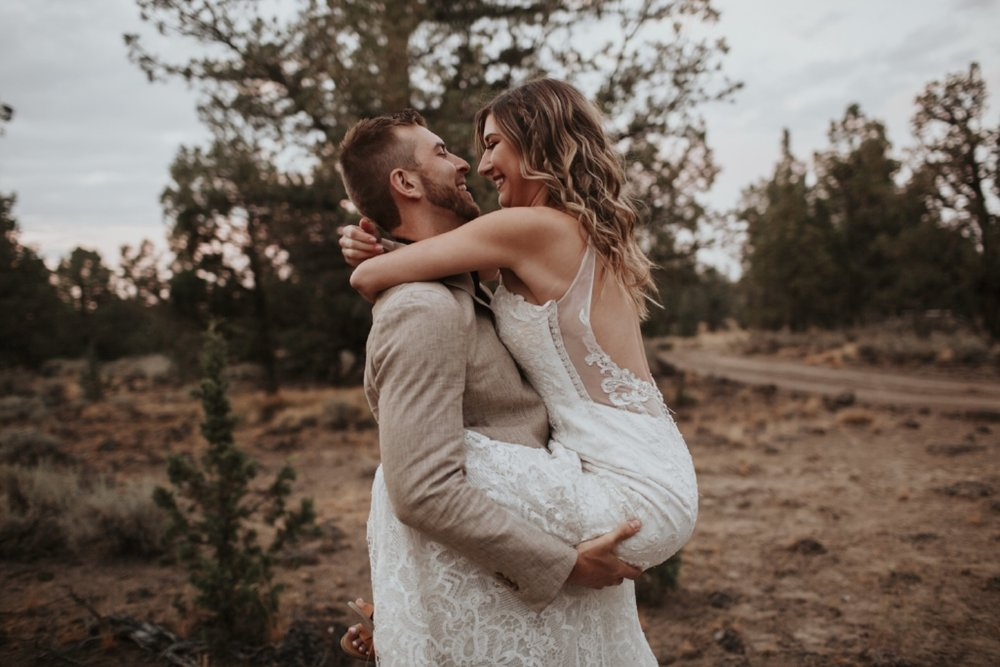 bend_oregon_boho_elopement_12.jpg