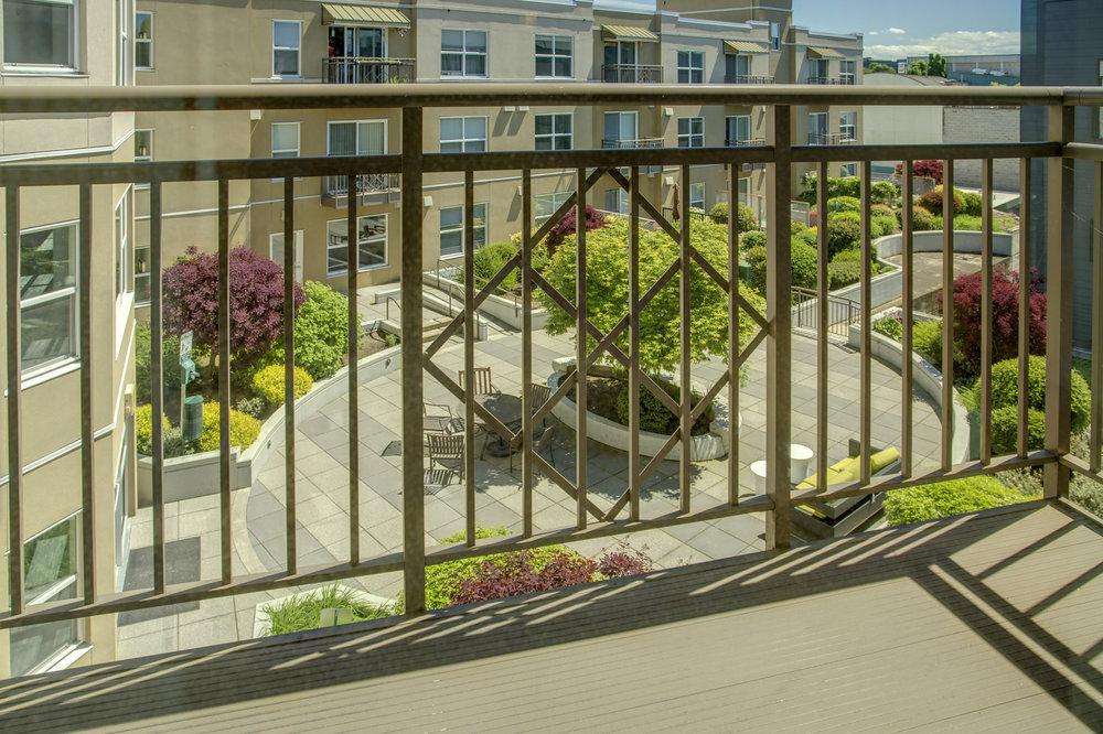 Balcony01.jpg