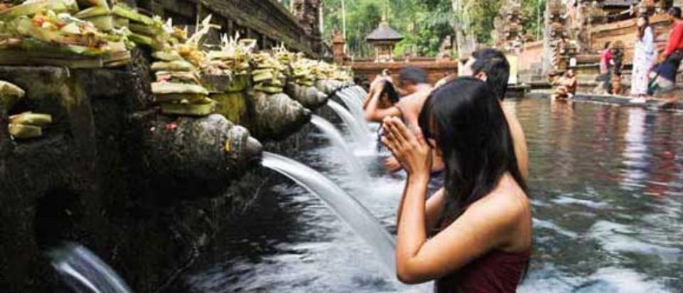Tirta-Empul-Temple-Ubud-Bali.jpg