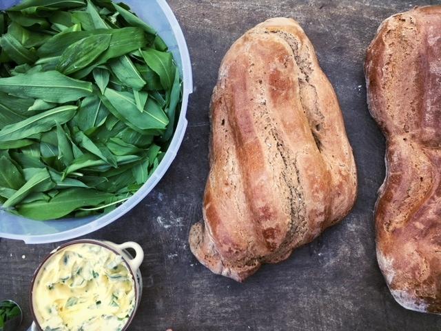 Unsere Bärlauch-Butter zu frisch gebackenem Brot