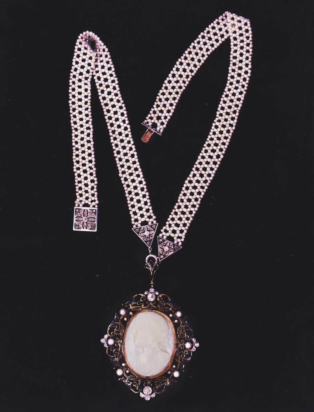 cameo necklace 2 001.jpg