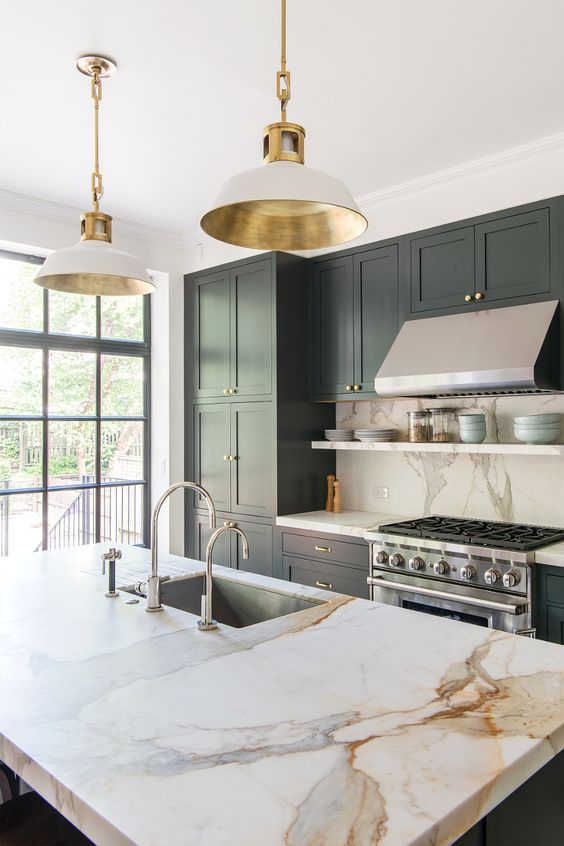 Design: Elizabeth Roberts Architecture and Design Firm Countertops: Marble