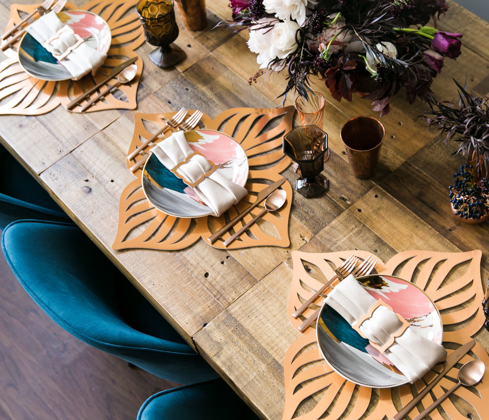 Veranda Chroma Placemat \\ Styled by Bastille Flowers & Events, Photo by Shhivika Chauhan Photography