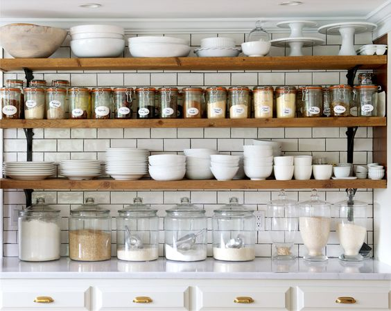 As an avid cook & baker this functional set up sings to my soul. Functional Decor = Win.