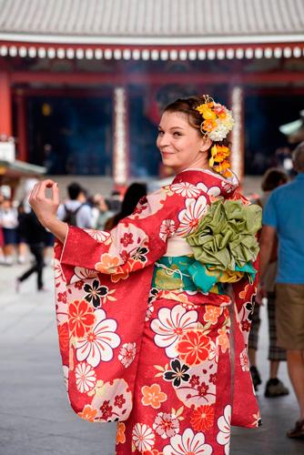 Fotografía en exterior con kimono en Japón.